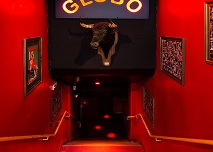 This is a picture of the entrance of the Globo, which is a great nightclub in Paris.