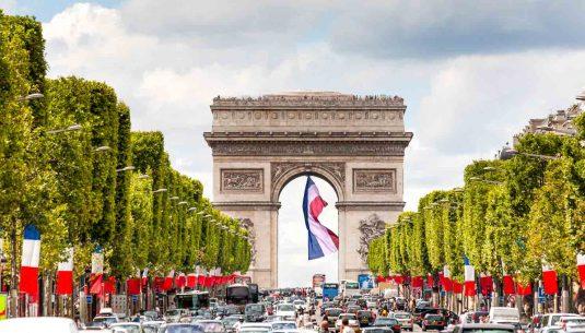 Arc de triomphe from les Champs elysées Paris