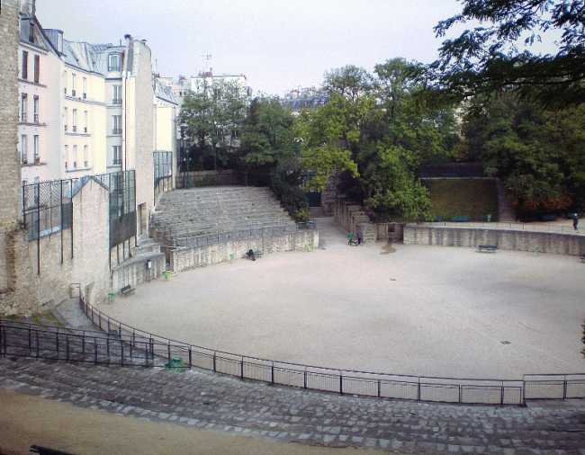 This is a picture of les arênes de luteces, which is a really nice place to visit in Paris. And there are not a lot of people on the photograph.