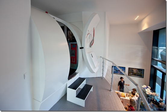 This is a picture of an airplane cockpit simulator you can try in Paris.