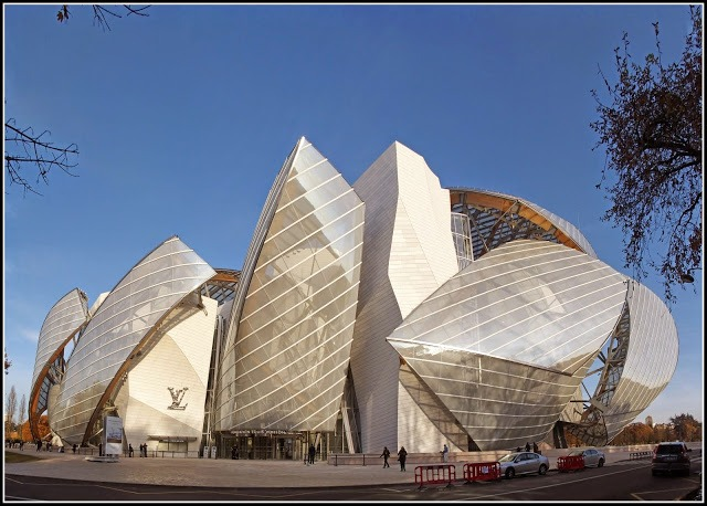This is a picture of the outside of the fondation Louis Vuitton at Paris. Which is a really nice museum.