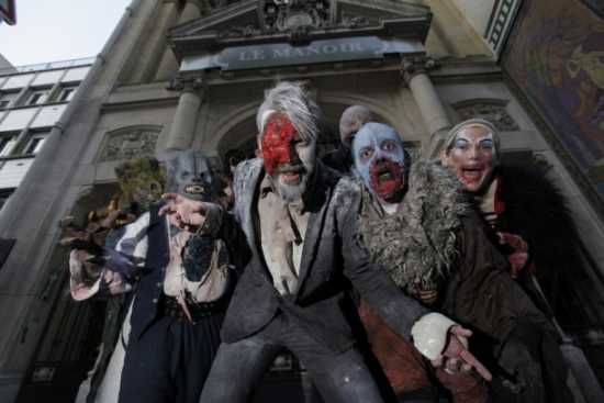 This is a picture of an haunted house in Paris with 5 monsters on it.