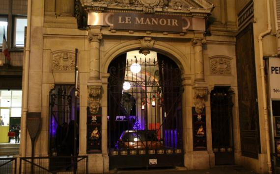 This is a picture of an haunted house in Paris.