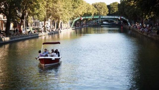 This is a picture of a boat with 6 people in Paris.
