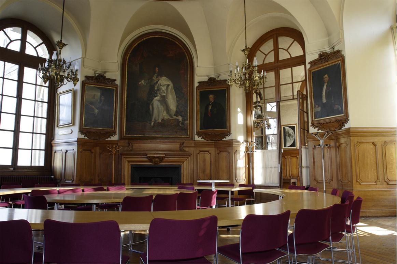 Caption of a room in the observatoire de Paris.