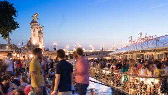 People enjoying Paris on Summer.