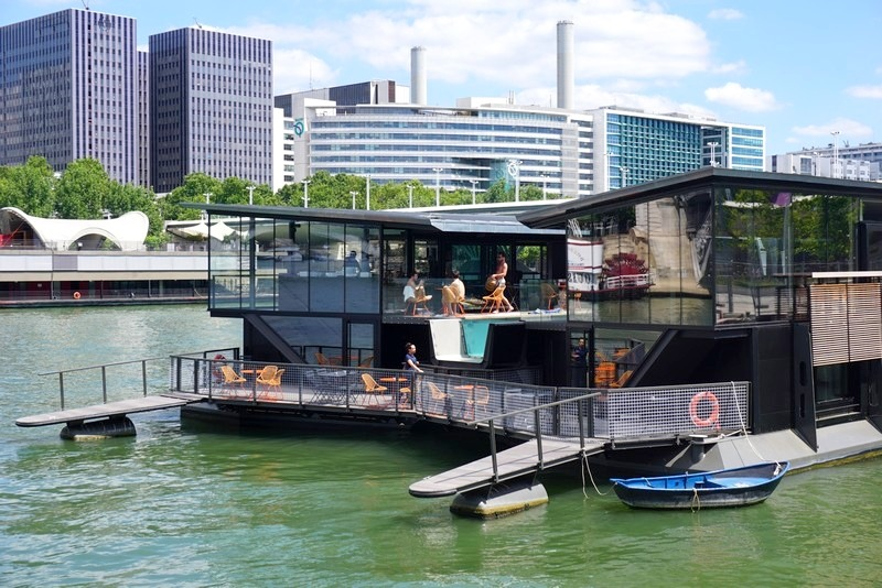 A péniche as a bar in Paris