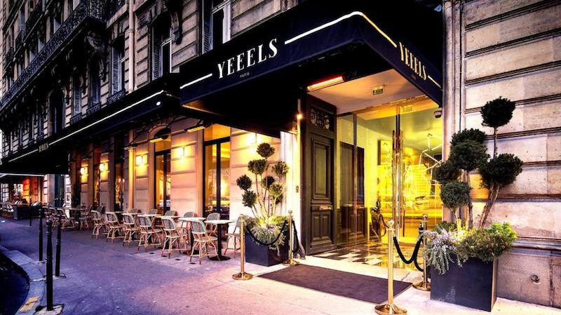 Picture of the exterior of a restaurant and nightclub in Paris.