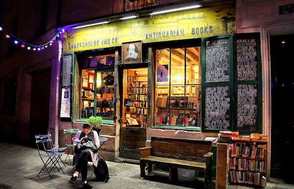 Picture of a nice bookshop in Paris.