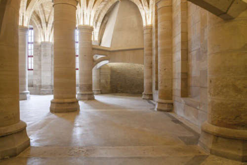 inside the conciergerie in paris 2