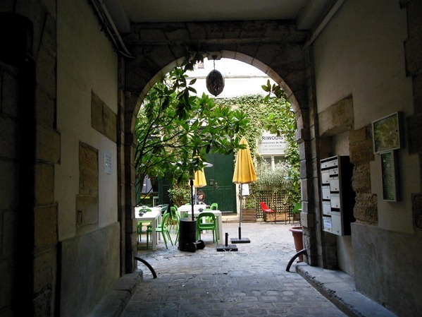 Derriere entrance paris hidden