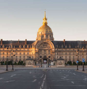 Picture of outside the Invalides at Paris.