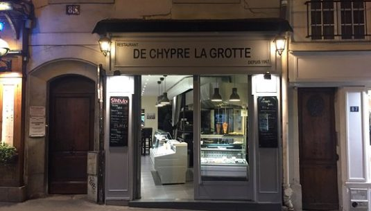 Picture of a nice restaurant in Paris.