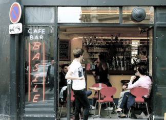 Picture of a nice cafe restaurant in Paris.