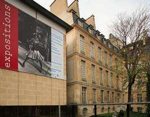 Picture of the facade of a museum in Paris.