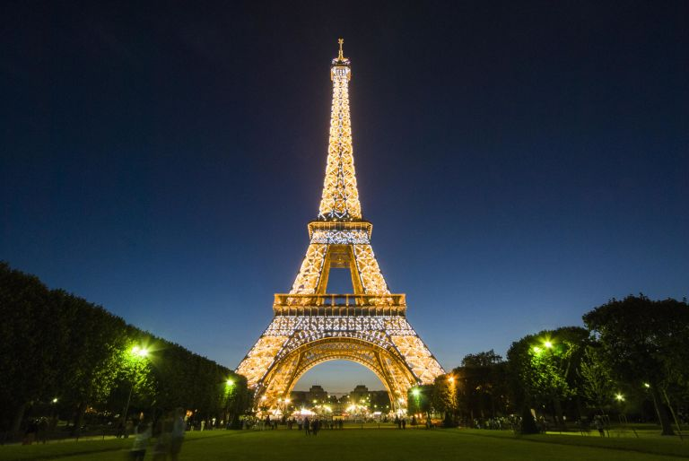 Picture of the Eiffel Tower at night.