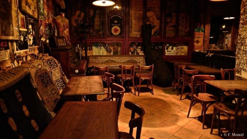 Inside the piano vache