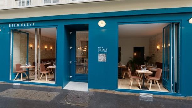 Front of bien élevé Paris