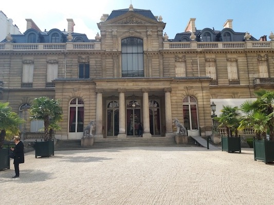 Picture of a museum in Paris.