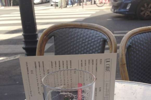 Picture of a beer in a nice cafe in Paris