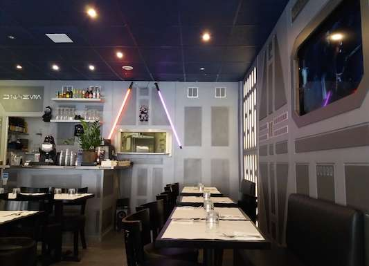Picture of a cool restaurant in Paris.