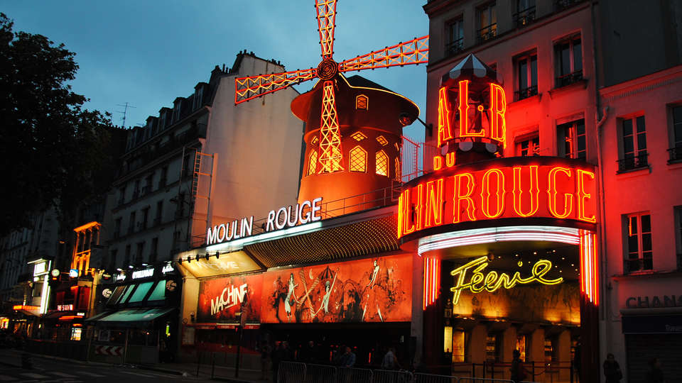 le moulin rouge things to do in paris. Black Bedroom Furniture Sets. Home Design Ideas